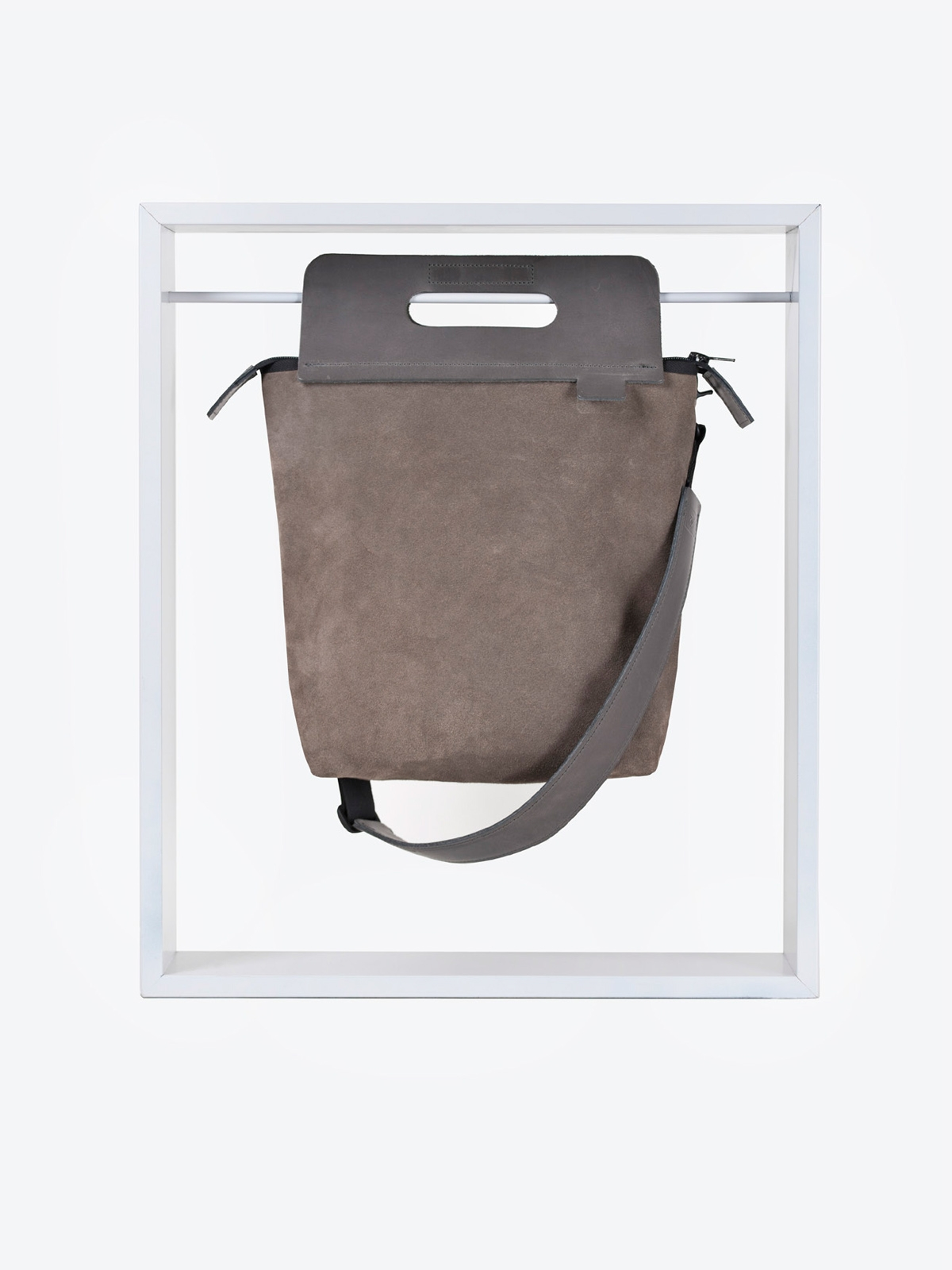 A2 magnetic dlx velour taupe
